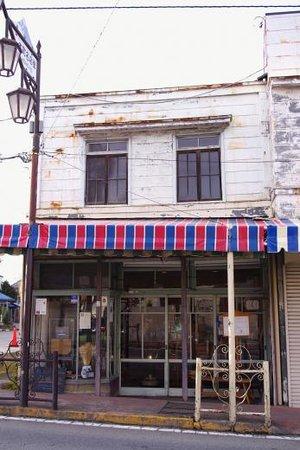 Matsuyasabo : 塗り替え前のまつや茶房です