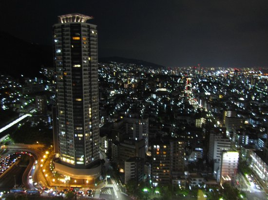 ANA Crowne Plaza Kobe: 部屋から大阪方面の夜景