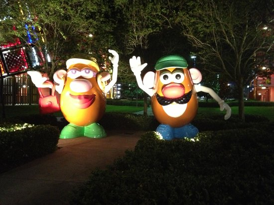 Disney's Pop Century Resort: They have huge Disney characters bigger then this all thru pop century resort