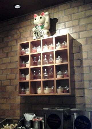 Pei Wei Asian Diner: Reviewer chooses the humble but necessary condiment station for the photo...