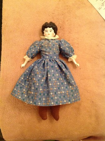 Valarie Moyer's Dolls: here to serve your dolly needs