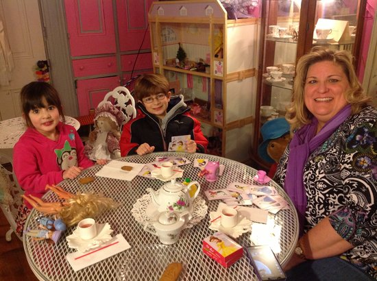 Valarie Moyer's Dolls: A spot of tea and lunch please