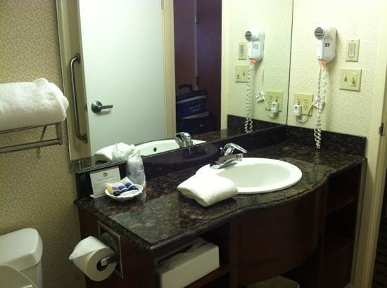 BEST WESTERN PLUS Inn at Valley View : Very clean bathroom:)