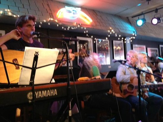 The Bluebird Cafe: Songwriter night