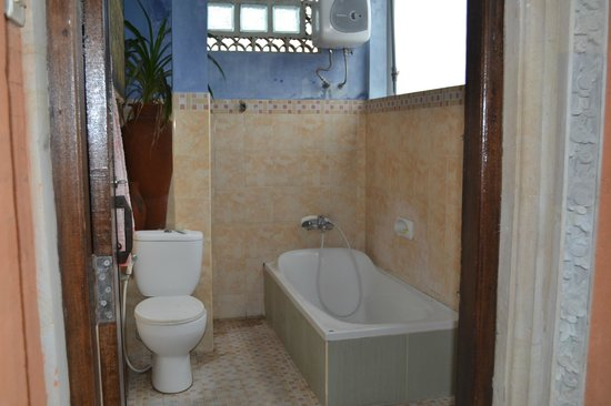 Warung Kacu Guest House: bathroom