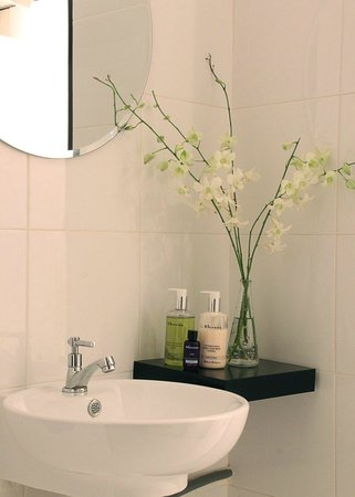 The London Orchid: Salon Bathroom