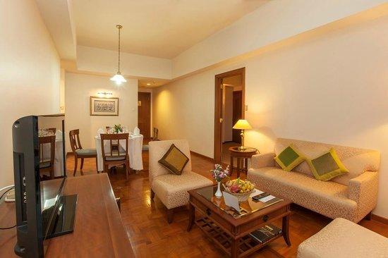 Himawari Hotel Apartments: Living Room