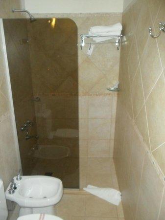 Hotel Jardin de Iguazu: baño de habitación (single o doble)