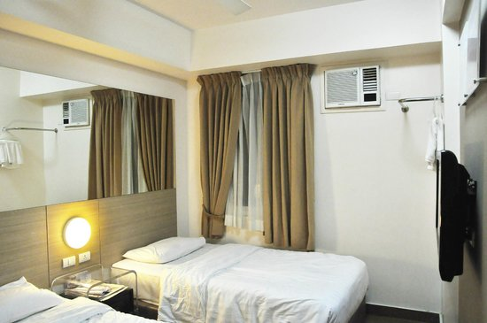 Red Planet Ermita, Manila: double bed room