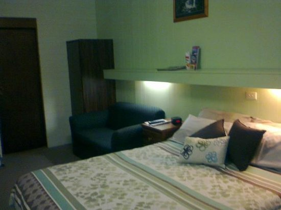 Millers Cottage Motel: Queen Bed