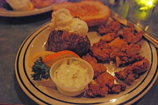 Dooger's Seafood & Grill: Fried oysters and baked potato