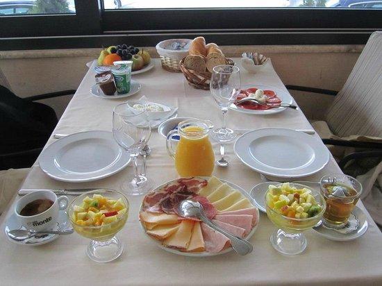 Hotel Niko : amazing breakfast