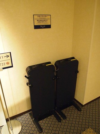 Keio Presso Inn Ikebukuro: Pant Press beside the lifts