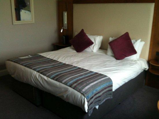 Charleville Park Hotel: Nice comfortable bed