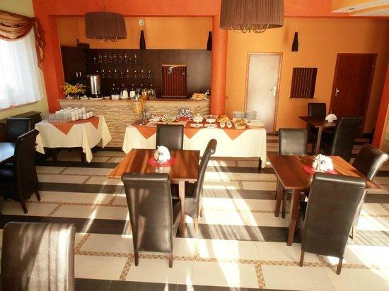 Villa Ramzes: Dining
