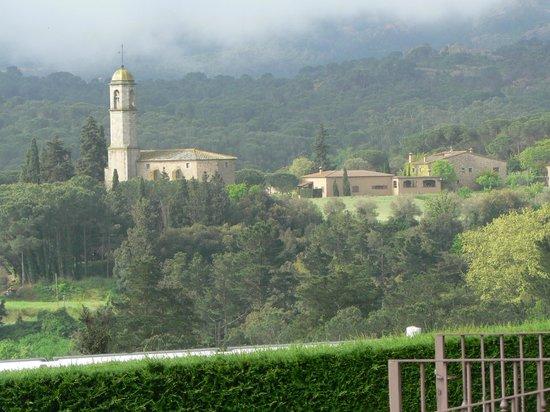 Salles Hotel Mas Tapiolas: vue de la chambre