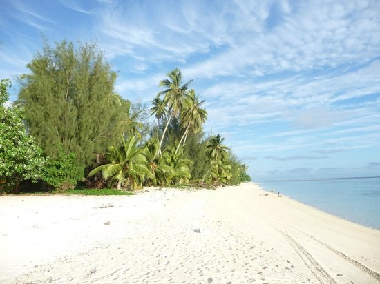 Rarotonga Backpackers : LOVELY ARORANGI BEACH - JUST OVER THE ROAD