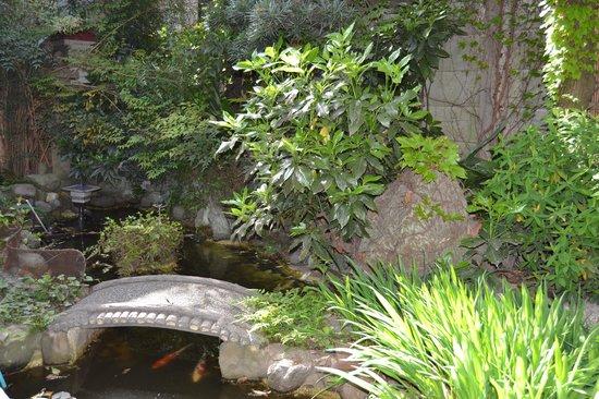 Business Ryokan Maizuru: Jardin zen