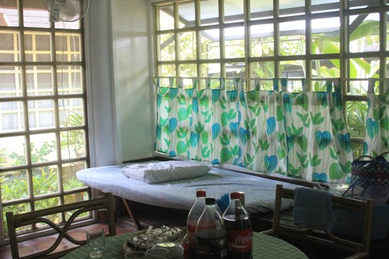 R&R Resort Spa: More space to bunk on in the living/dining area on the ground level