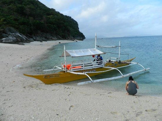Carles, Philippines: White sand to play
