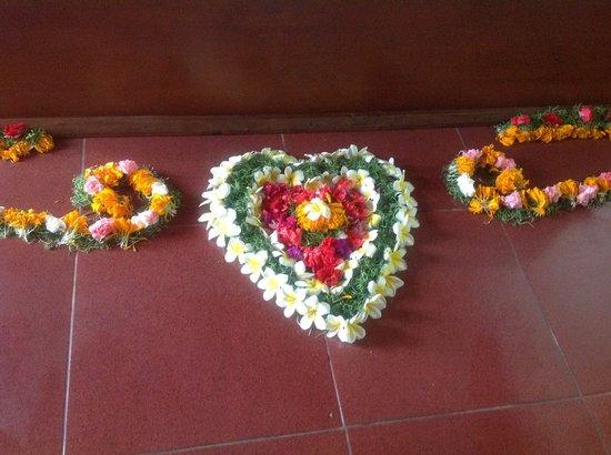 Ashyana Candidasa Beach Resort: Room Floor hoenymoon setting