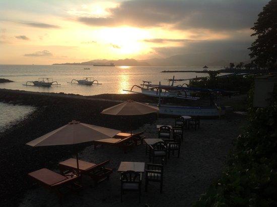 Ashyana Candidasa Beach Resort: Sunset at Ashyana