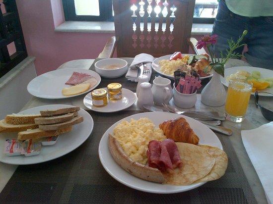 Movenpick Resort Sharm El Sheikh Naama Bay : Питание