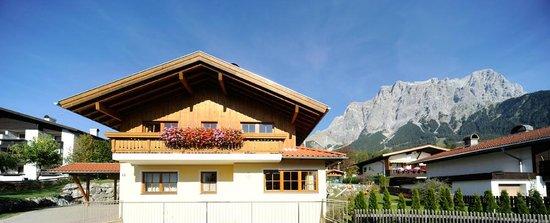 Haus Sieben Zwerge: Terasse, Balkon und ein Garten laden zum Relaxen ein