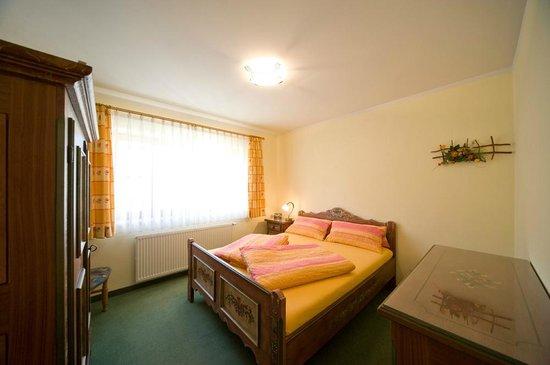 Romantisches Schlafzimmer mit Himmelbett - Picture of Haus ...