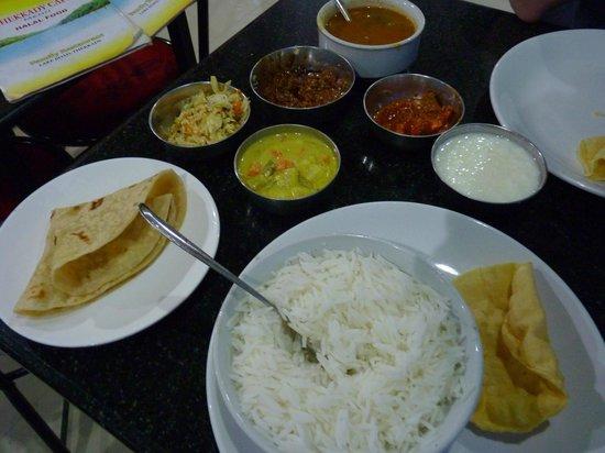 Thekkady Cafe: thali