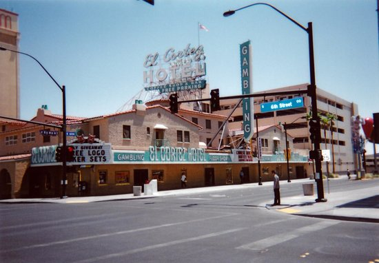 El Cortez Hotel & Casino: エルコルテス・ホテルの外観。