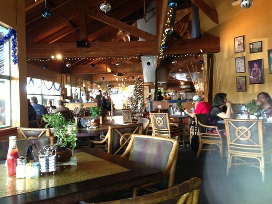 Stella Blues Cafe: Relaxing atmosphere - I prefer the indoor seating