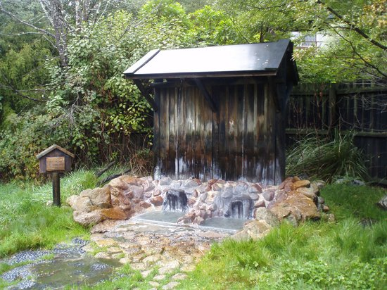 Maruia Hot Springs: The water fall shower.