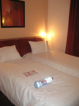 Canal Suites (Suite Home) : bed