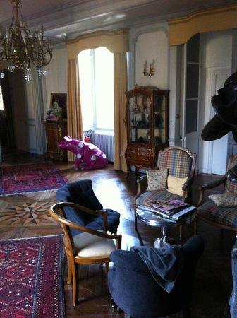 La Demeure : Le salon avec le cochon rose
