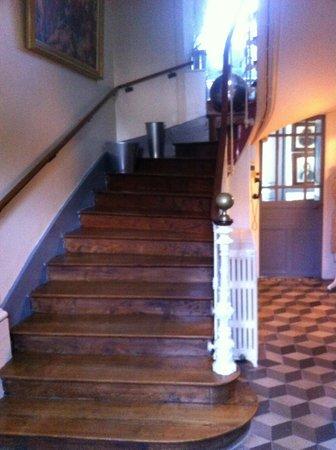 La Demeure : L'escalier qui ditribue les chambres