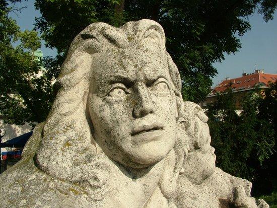 Gellert Spa : Statue in the garden