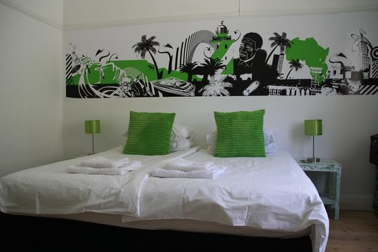 Atlantic Point Backpackers: Our lovely double with garden view
