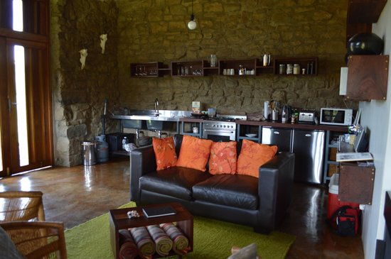 ZuluWaters Game Reserve : The kitchen and lounge