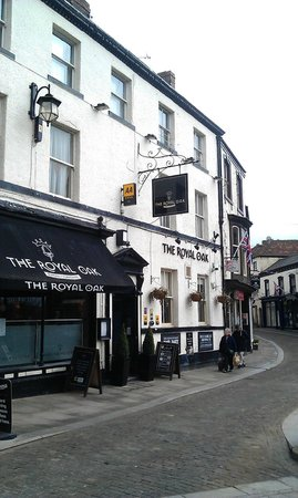 The Royal Oak Hotel: Outside