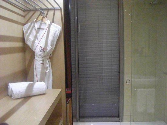 Axel Hotel Barcelona & Urban Spa: часть ванной комнаты