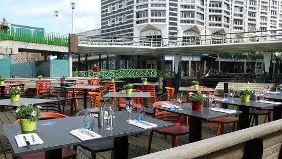 Inntel Hotels Amsterdam Zaandam: Small outside dinning