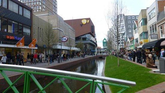 Inntel Hotels Amsterdam Zaandam: Zaandam High St with station entrance in the distance