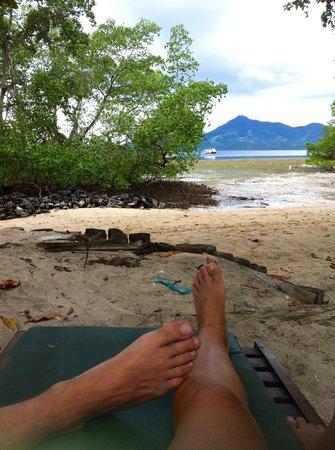 The Village Bunaken : Vista mare con bassa marea