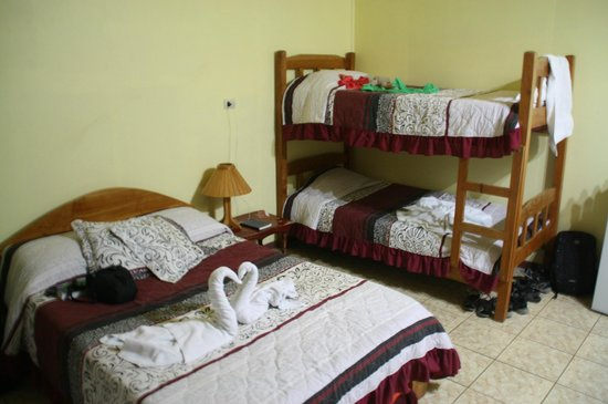 Cabinas El Pueblo Bed & Breakfast: Værelse med plads til familie på 5