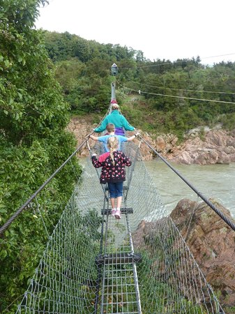 Buller Gorge Swingbridge Ltd: Walking over the swing bridge