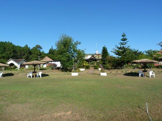 Mantasoa Lodge: vue  sur la salle de restauration , prise du ponton