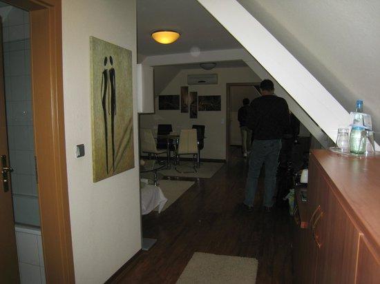 Hotel Merkur: Room 315 Living Area