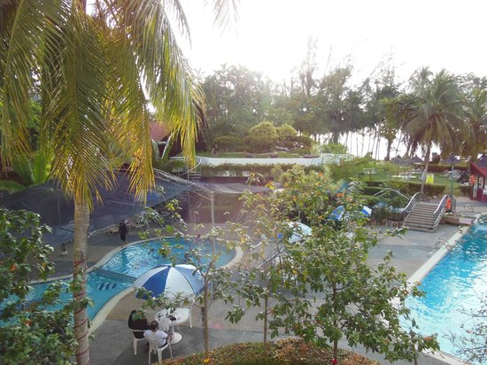 Bayview Beach Resort: View from the hotel looking to the pools