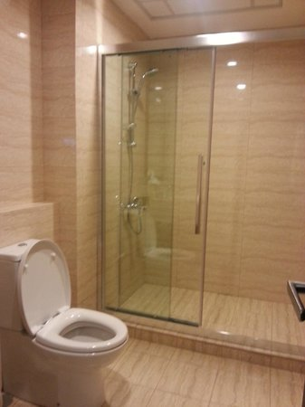 shower stall - Picture of Holiday Villa Bahrain Hotel & Suites ...